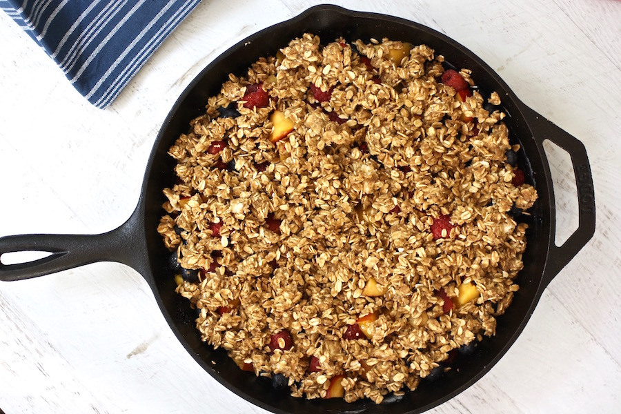 The best dessert on the grill: A perfect summer fruit crisp with a brown-sugar oat topping | © Jane Sweeney Cool Mom Eats