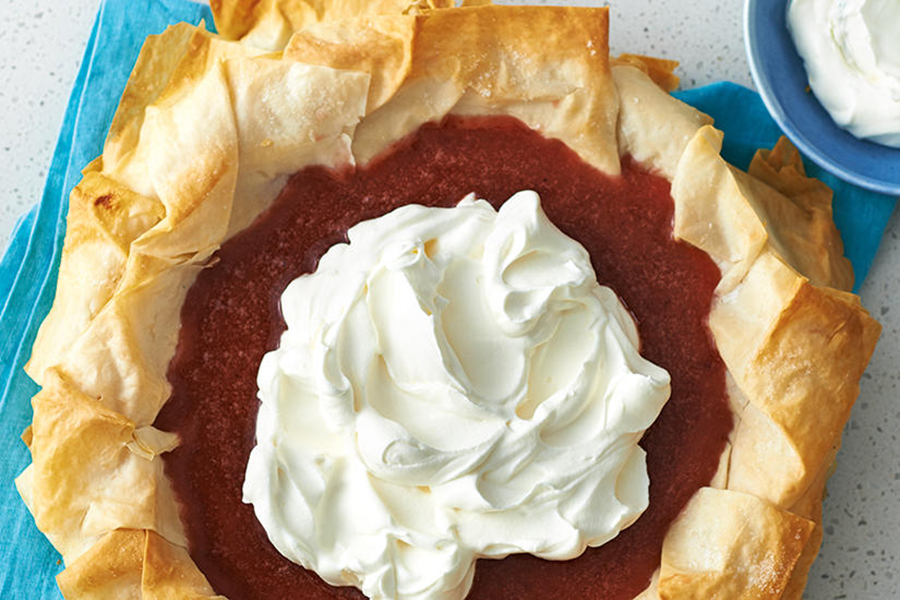 Easy Homemade Pie Crusts: Flaky Strawberry Cream Pie With Phyllo Crust at Canadian Living