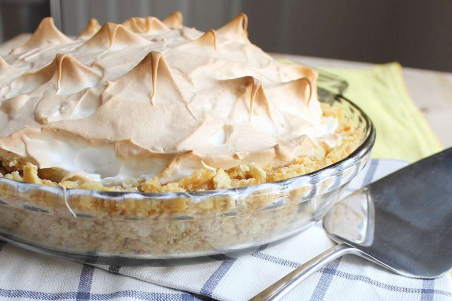Easy Homemade Pie Crusts: Atlantic Beach PIe With Saltine Crust at Certified Pastry Aficionado