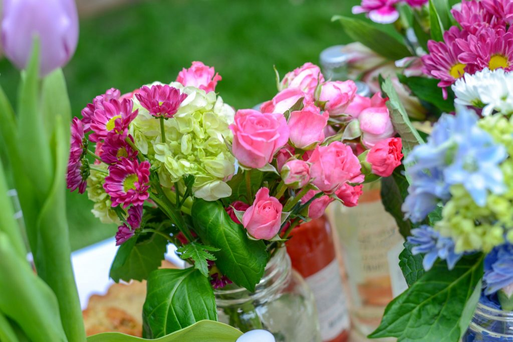 Cost-saving tip for backyard parties: A case of mason jars make perfect, unstuffy vases for lots of flowers | pumpernickel & rye