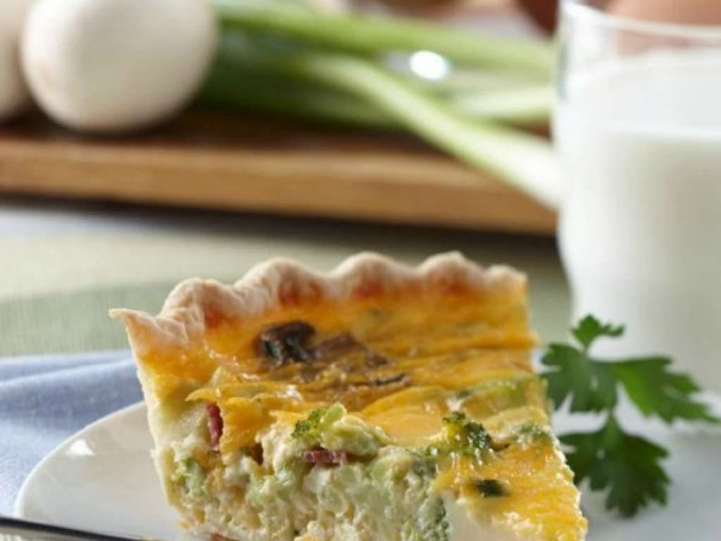 Hot lunch box ideas for school: Cheesy Bacon Broccoli Quiche