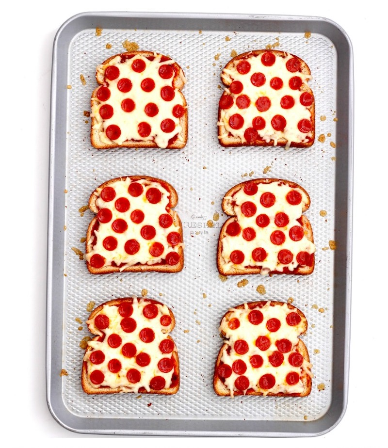 Non-sandwich school lunch ideas: Pizza Toast at The Baker Mama