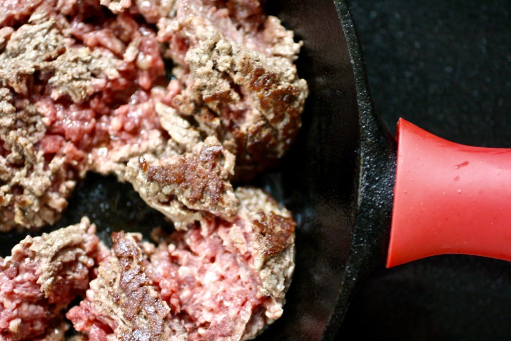 How to brown ground beef perfectly. It just takes 4 steps and a few simple tips to get the most flavor out of it | ©Jane Sweeney Cool Mom Eats