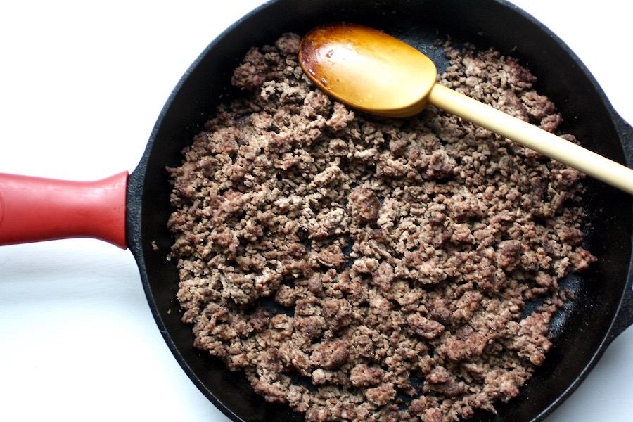 Learn how to brown ground beef perfectly in just 4 easy steps for easy, more flavorful dinners. | ©Jane Sweeney Cool Mom Eats