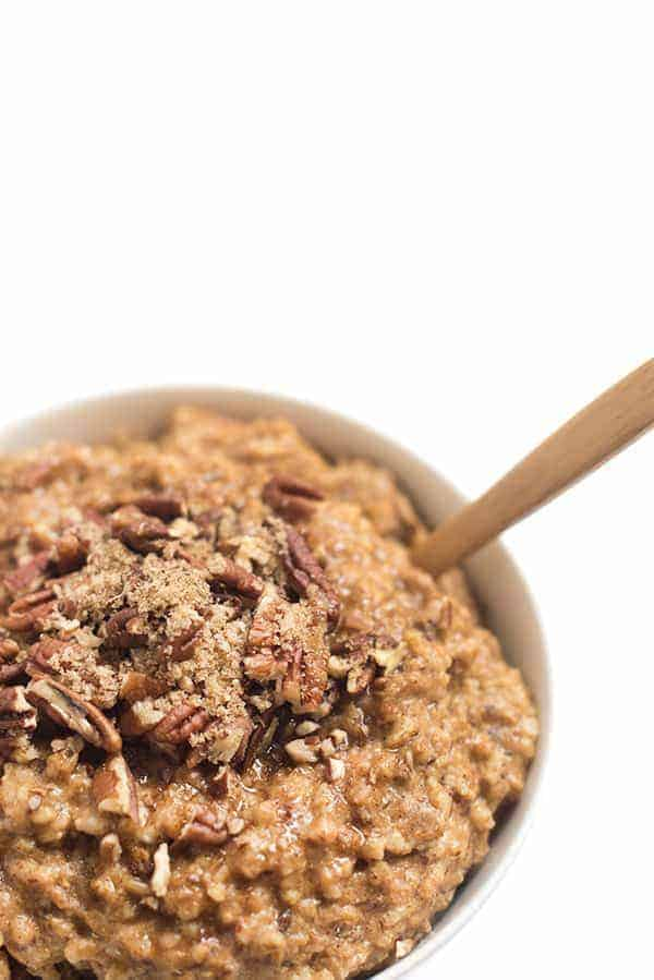 Creative ways to use canned pumpkin in recipes:  slow cooker pumpkin spice oatmeal | The Lemon Bowl