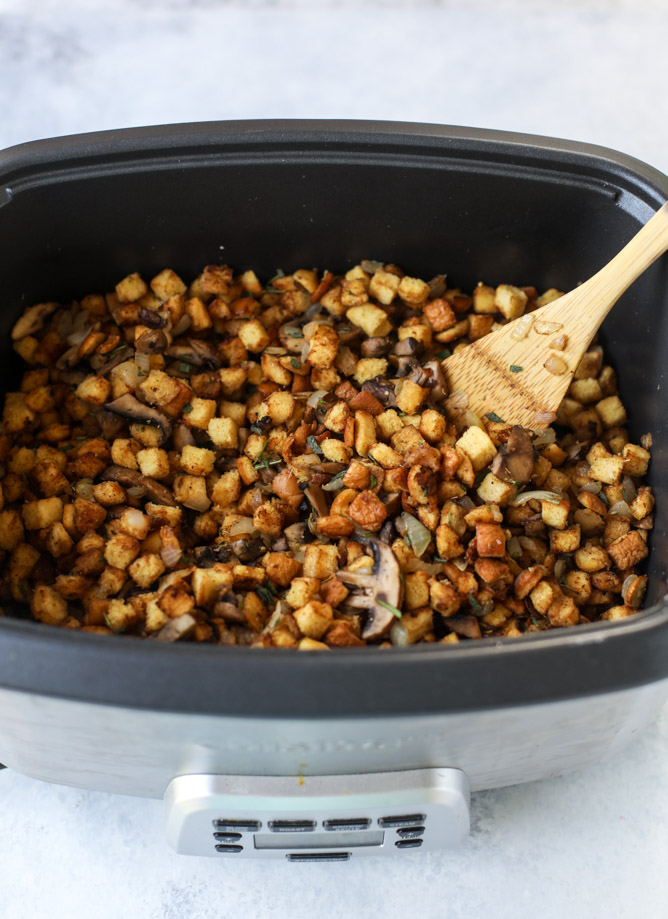 Best Thanksgiving stuffing recipes: Slow Cooker Stuffing |How Sweet Eats