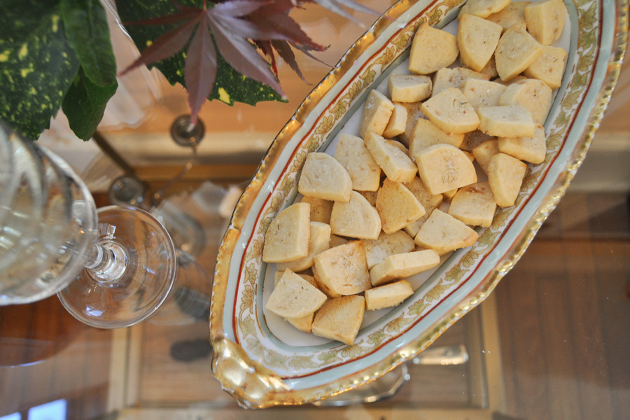 Easy Holiday Cookies: Lavender Shortbread by Anne Wolfe Postic | Cool Mom Eats