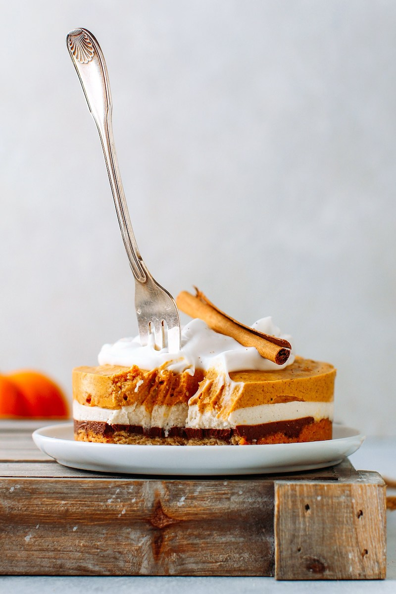 Ultimate Thanksgiving recipe guide: Spiced Pumpkin Cheesecake at Full of Plants