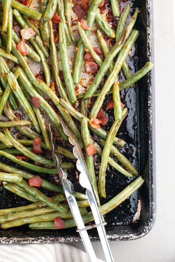 Dairy-free holiday side dishes: Oven Roasted Garlic, Bacon & Brown Sugar Green Beans | Allergy Awesomeness