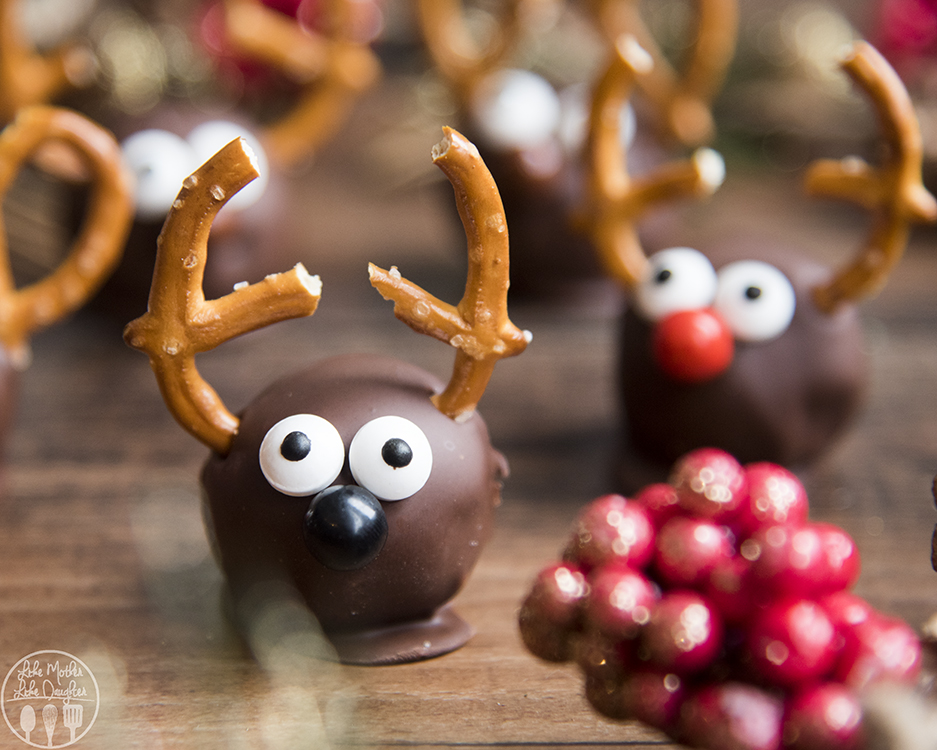 Holiday cookie balls to make with the kids: Reindeer cookie balls at Like Mother Like Daughter