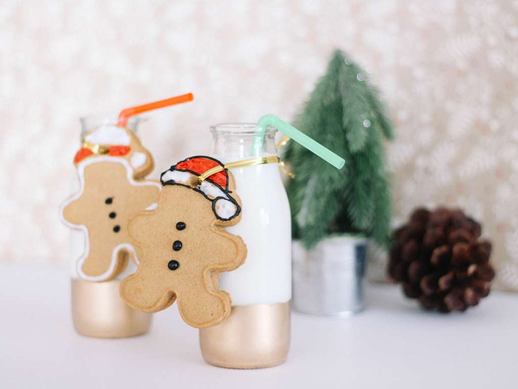 Classic gingerbread cookies recipe at miilklife (sponsor)