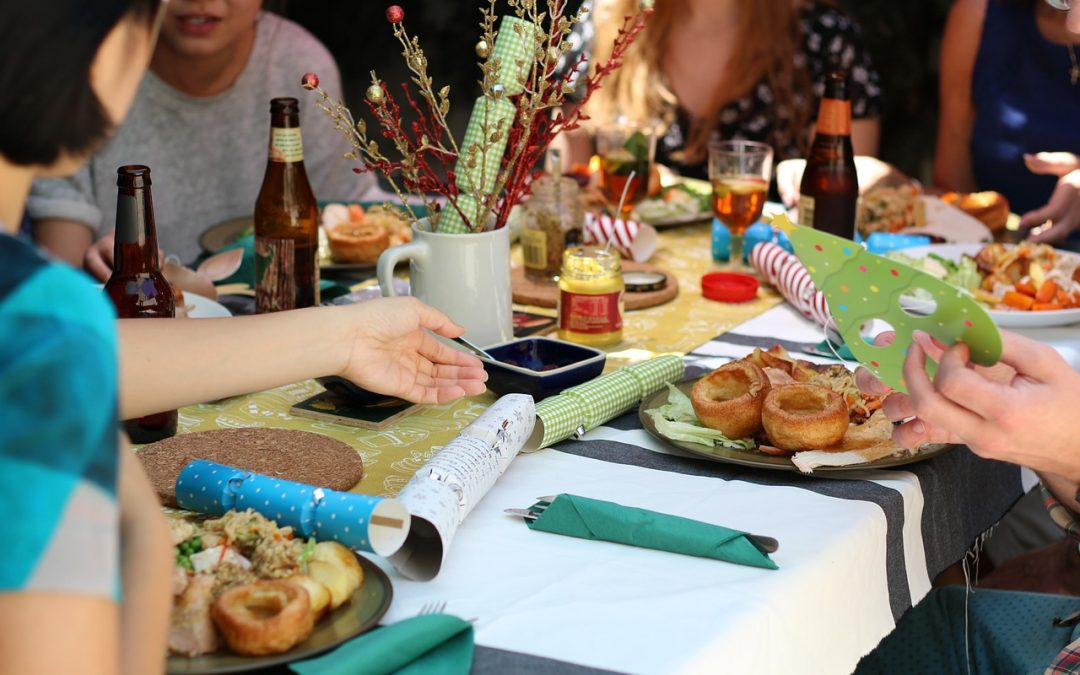 10 terrific money-saving tips for hosting a wonderful holiday dinner on a budget