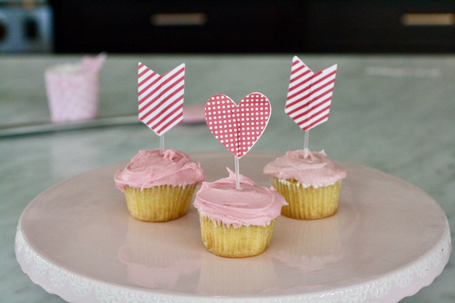 How to make natural pink frosting, no artificial food dyes | © Jane Sweeney for Cool Mom Eats
