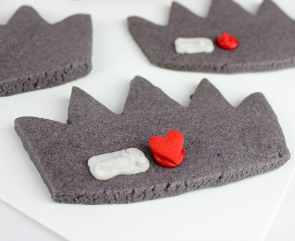 Valentine's Cookies for Teens: Jughead Crown Hat heart cookies from Jenn Fujikawa of Just Jenn Recipes