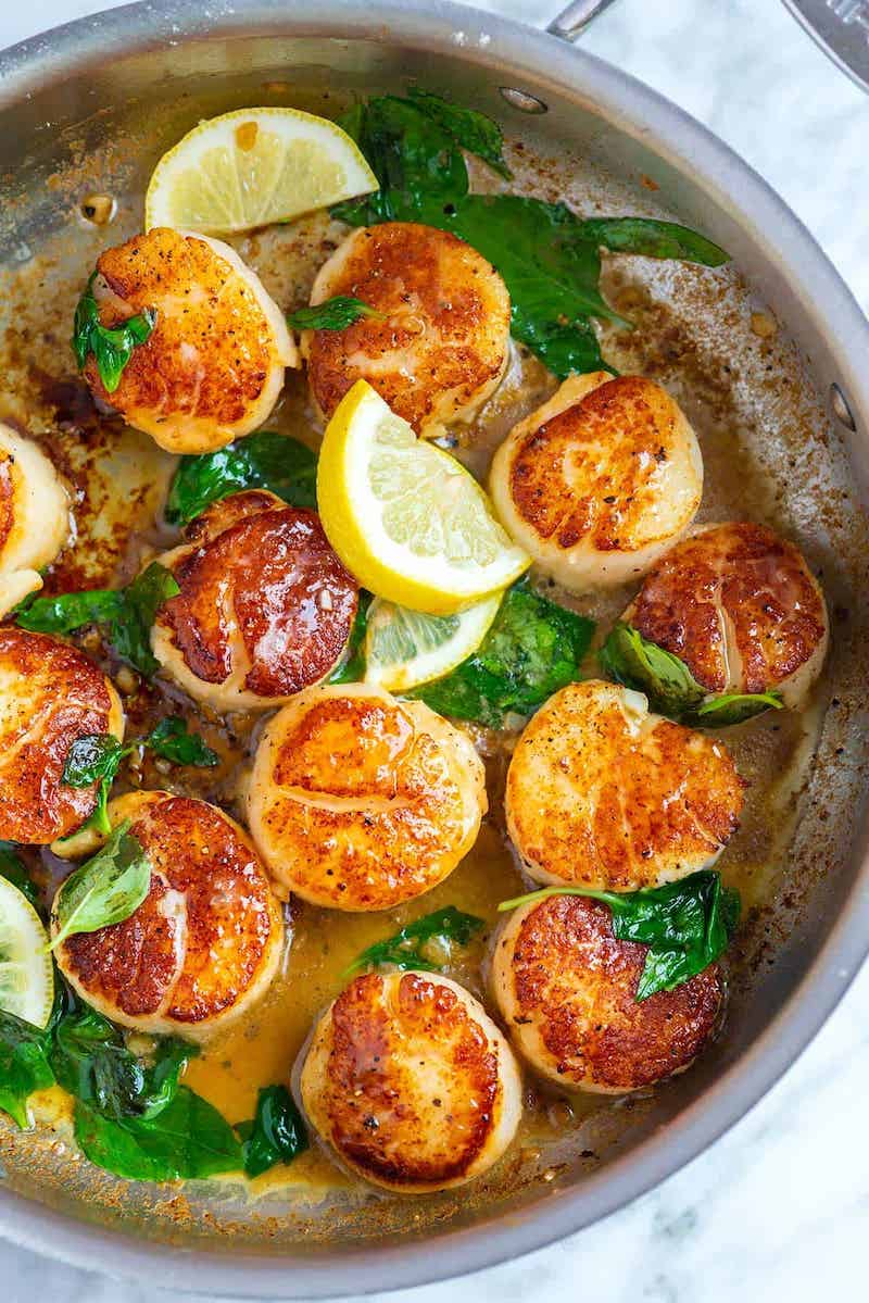 Romantic recipes for Valentine's Day dinner in: Garlic & Basil seared scallops at Inspired Taste