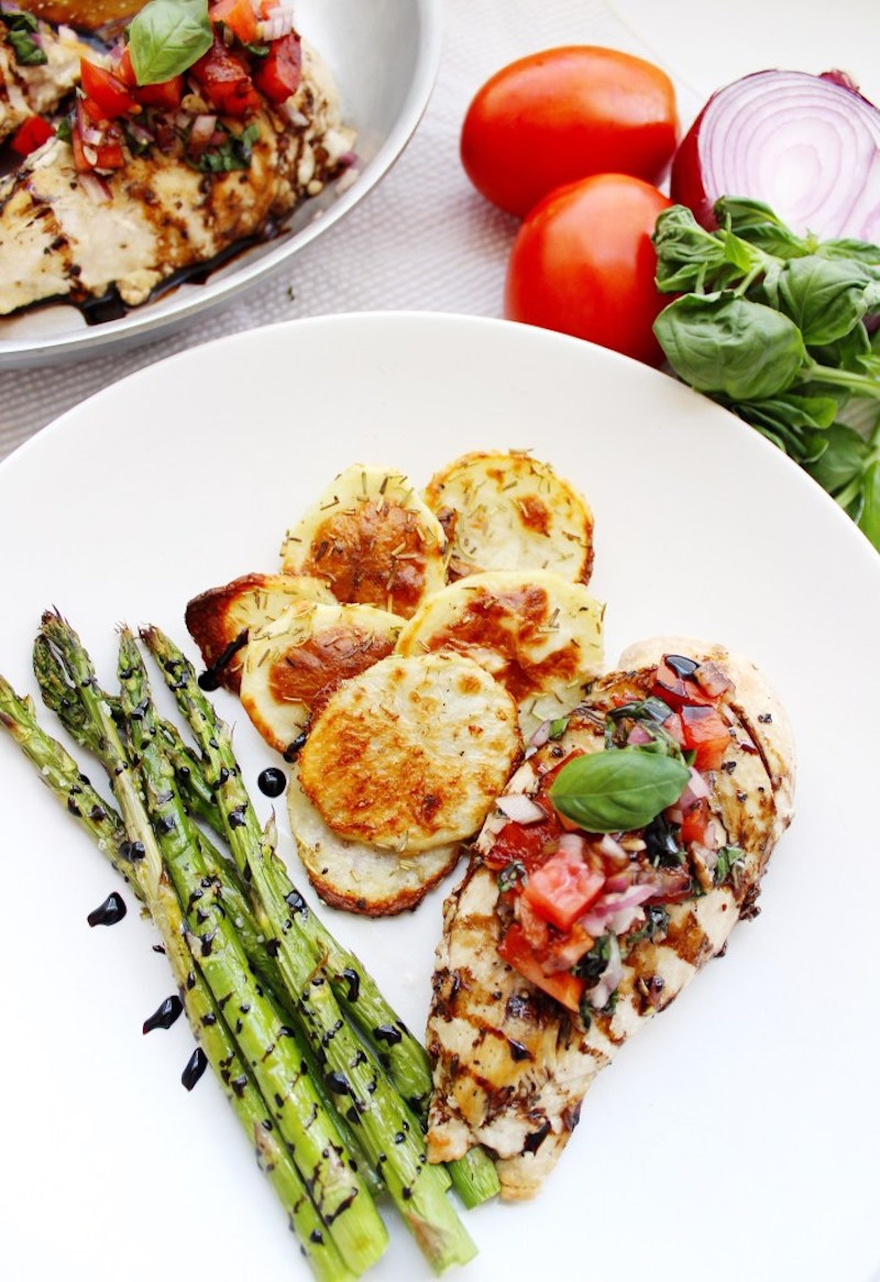 Weekly meal plan: Bruschetta chicken at The Better Blondie
