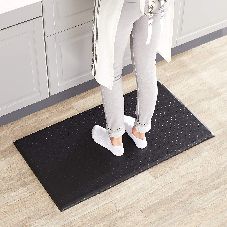 Best kitchen mats to relieve back pain: AmazonBasics anti-fatigue foam kitchen mat