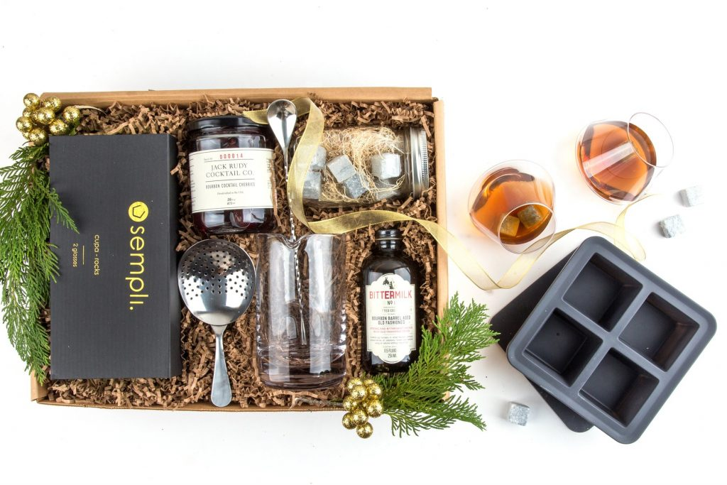 Gourmet gift box for dads: This Father's Day set for the bourbon lover from Mouth foods