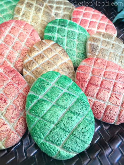 Game of Thrones Desserts: Dragon Egg Cookies from Fiction-Foood | More at Cool Mom Eats