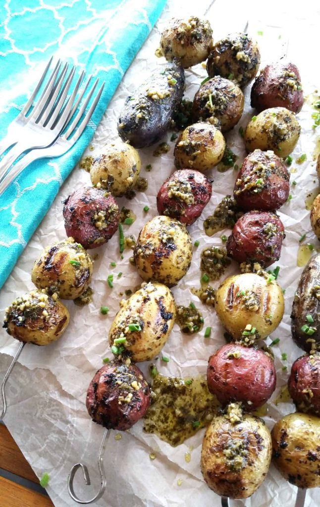 How to grill potatoes, 3 ways: Grilled Basil Pesto Potato Skewers | © Lord Byron's Kitchen