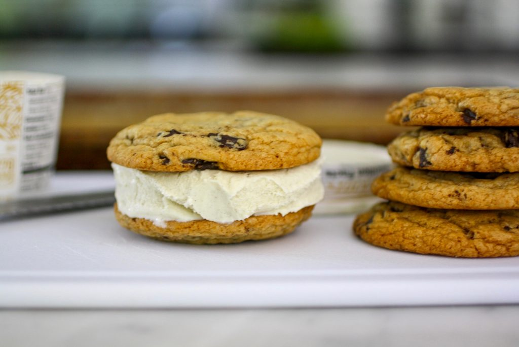 DIY ice cream cookie sandwiches: tips and tricks | © Jane Sweeney Cool Mom Eats