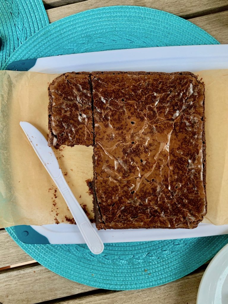 How to remove brownies from the pan: plastic knife | © Jane Sweeney Cool Mom Eats