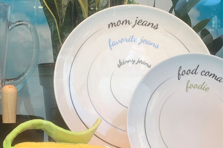 Watch out! According to these plates, if you eat too much, you'll look like a mom!