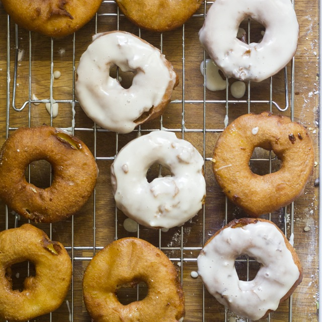 Apple and Honey donut recipe for Rosh Hashanah via What Jew Wanna Eat | More: coolmomeats.com