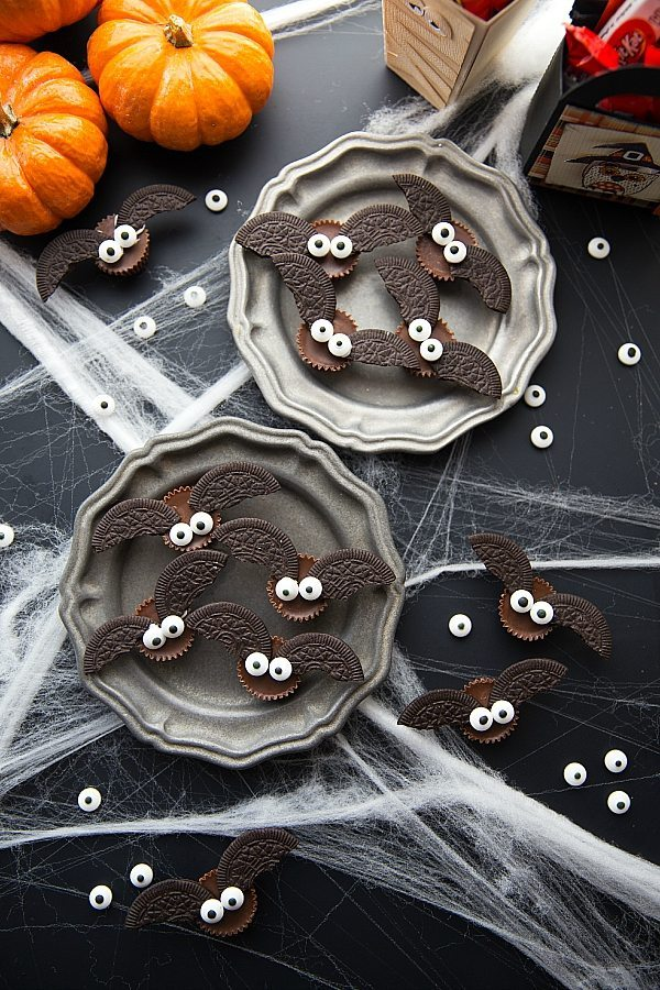 Easy Oreo Halloween treats for kids: 4-Ingredient Bat Bites | Chelsea's Messy Apron