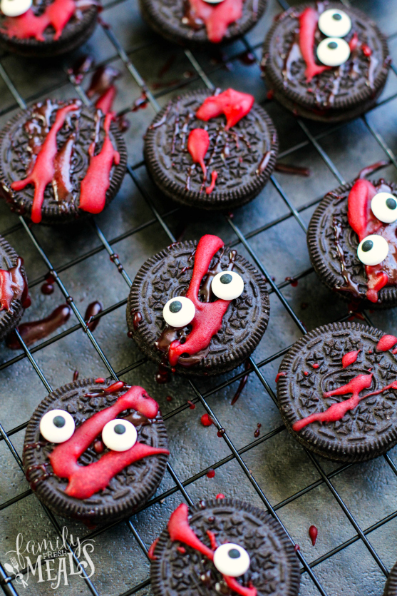 Easy Oreo Halloween treats for kids: Spooky Halloween Oreos | Family Fresh Meals
