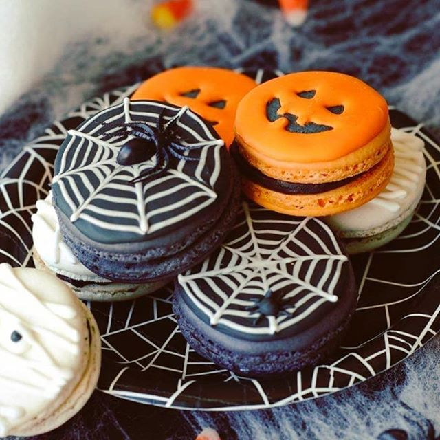 Easy Halloween treats on Instagram: Spooky macaron decorating by Lindsey Ruel