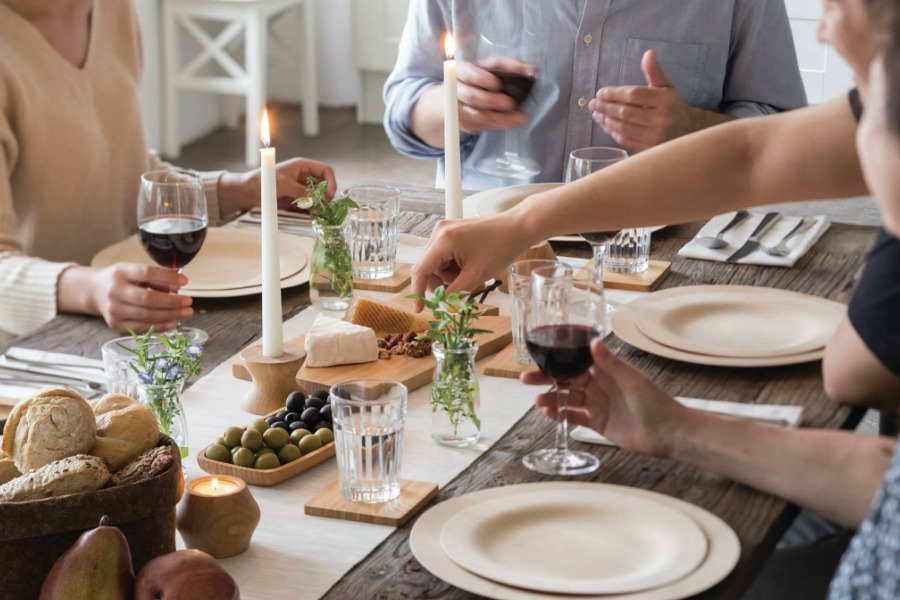 Eco-friendly table settings for Thanksgiving | Bambu compostable tableware