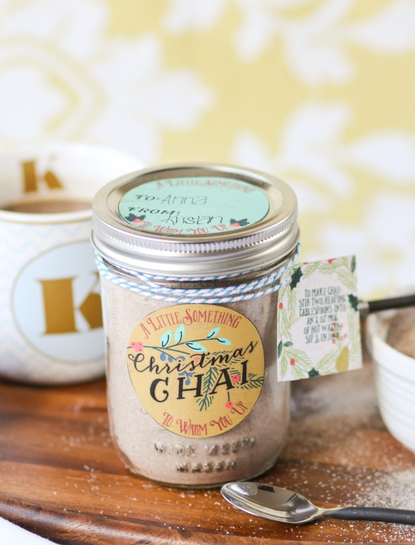 Chai tea mason jar gift from Confessions of a Cookbook Queen