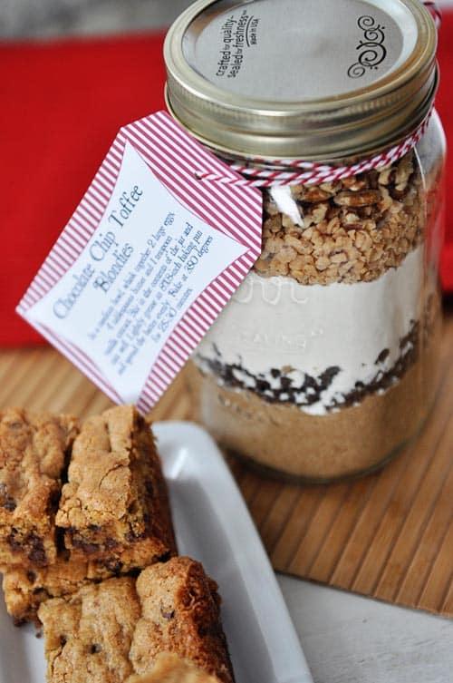 Toffee blondie mason jar gift from Mel's Kitchen Cafe