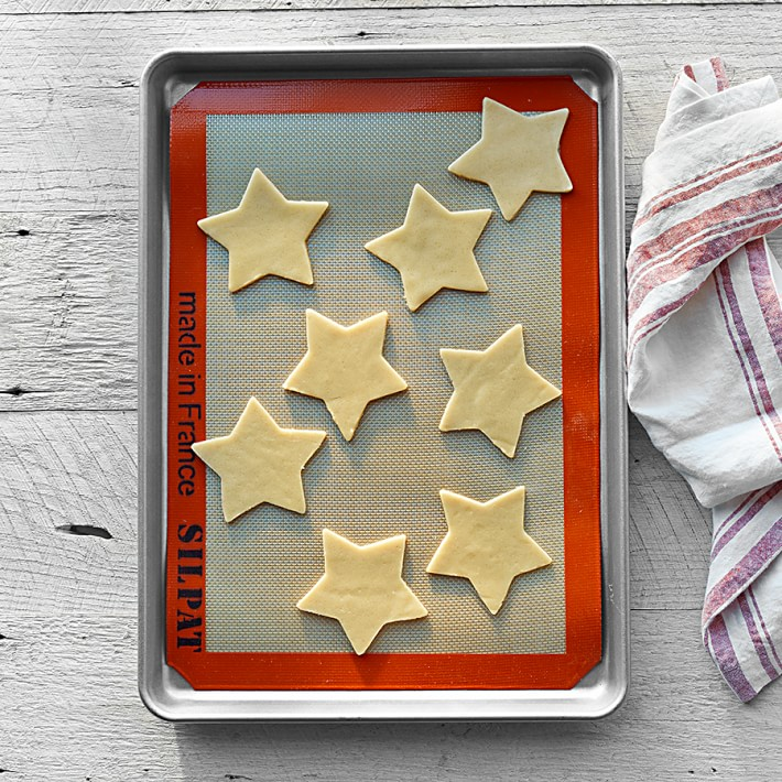 Essential kitchen appliances and gadgets right now: Silipaat Silicone baking mat and good baking sheets