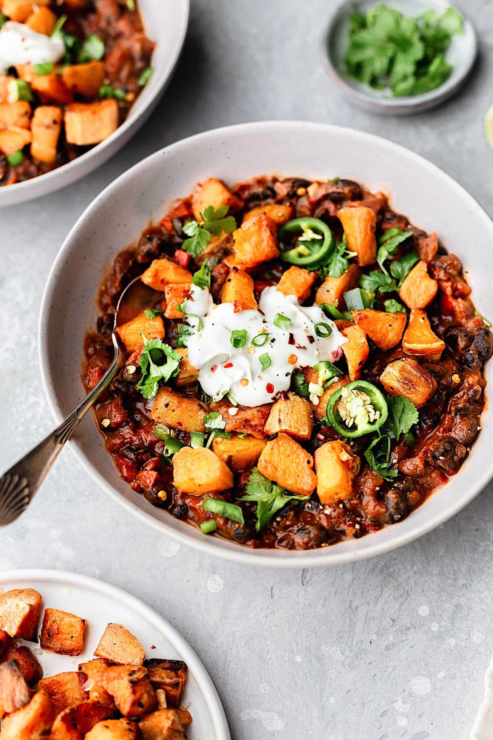 Awesome black bean recipes: This Black Bean Chipotle Chili from Cupful of Kale is perfect for freezing and enjoying later.