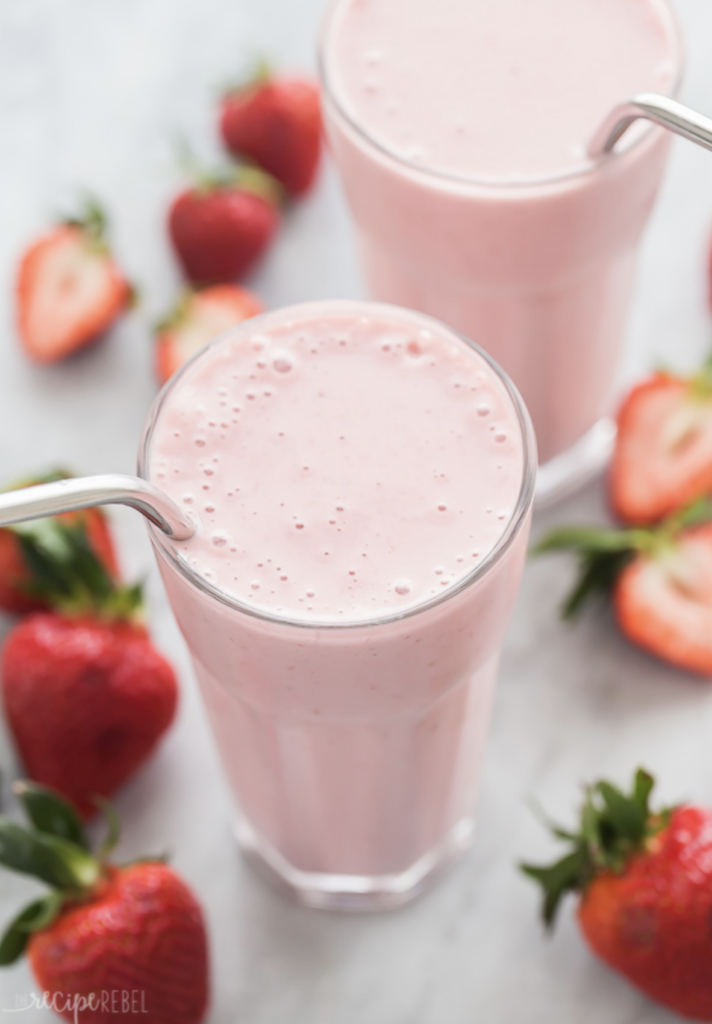 It's strawberry season! Here's a favorite Healthy Strawberry Smoothie Recipe from The Recipe Rebel