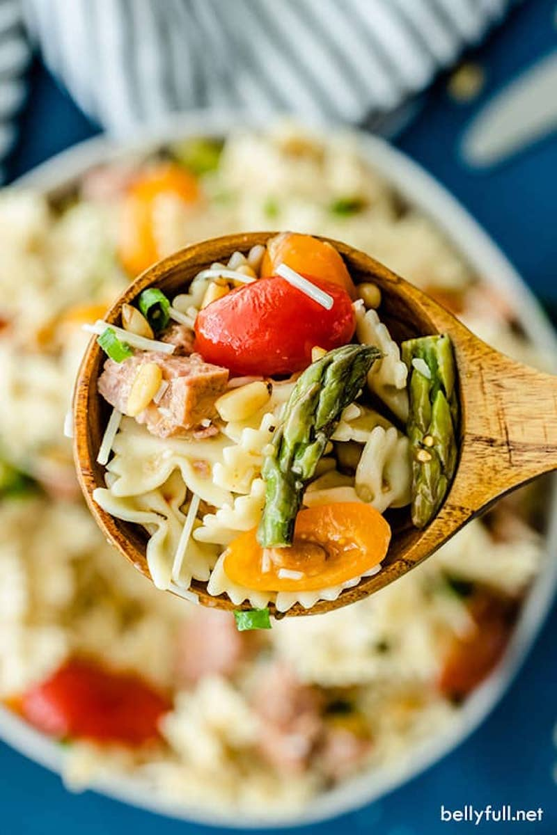 How to DIY an amazing pasta salad this summer: A delicious Italian pasta salad dressing at Bellyfull, plus tons of topping ideas.