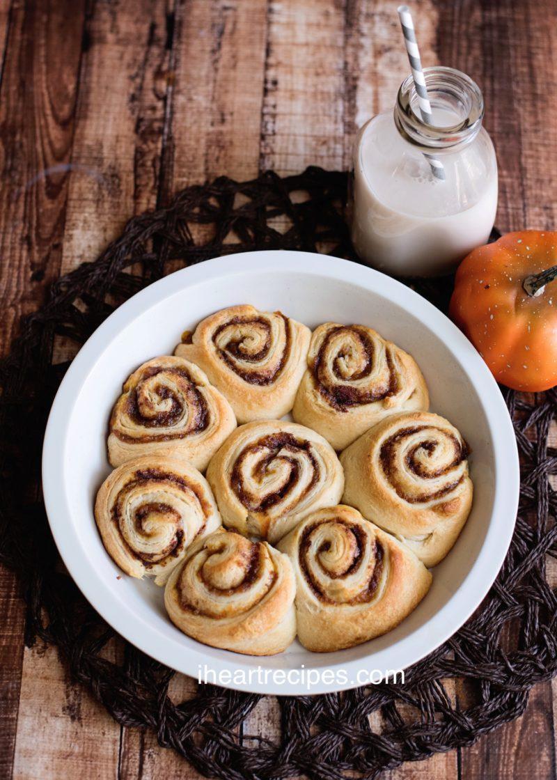 Creative pumpkin recipes for fall: Pumpkin cinnamon rolls at I Heart Recipes