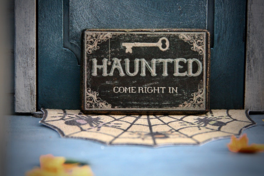 Halloween theme dinner ideas, from haunted houses to modern movie monsters