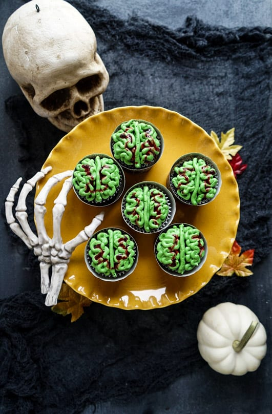 Zombie brain cupcakes from Windy City Dinner Fairy: Perfect for halloween dinners and not too hard!
