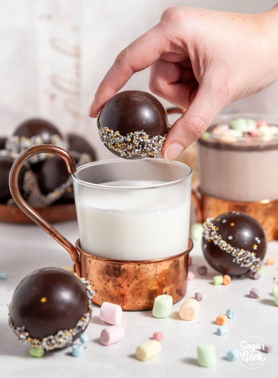 4 DIY hot chocolate bombs recipes |  Best hot chocolate bombs recipe with detailed step-by-step photos from Sugar Show Geek