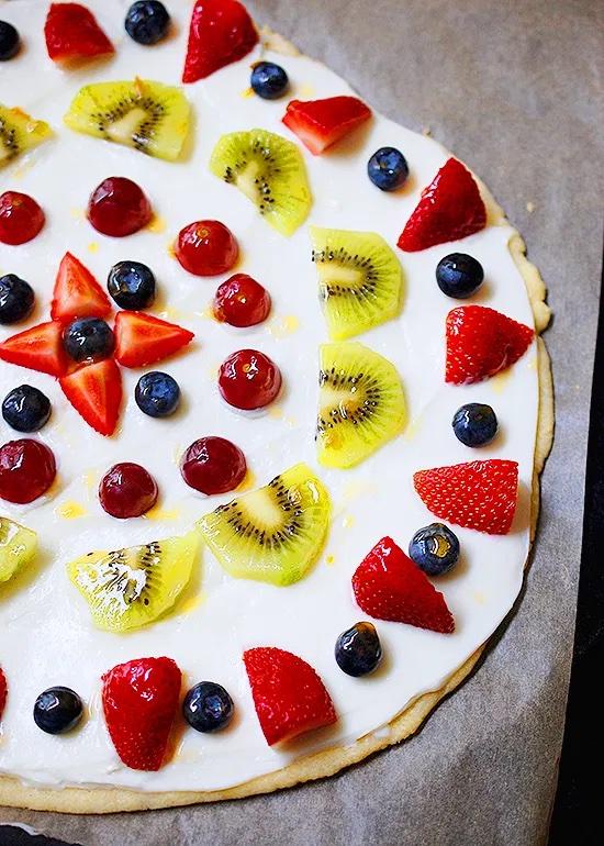 Dessert pizza recipes: The classic fruit pizza at Eva Bakes