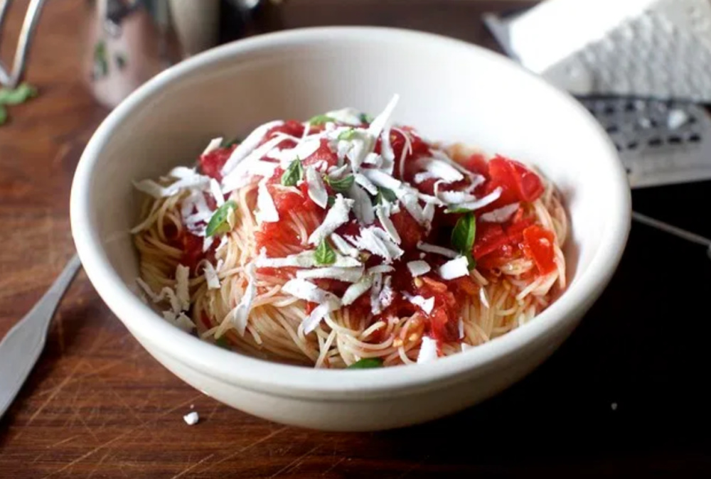 Weekly Meal Plan: Angell Hair Pasta with Raw Tomato Sauce from SmittenKitchen