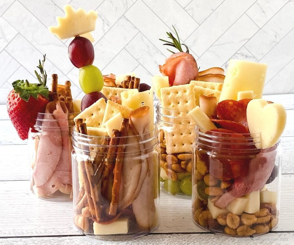 Mommy Snippets' Jarcuterie makes an easy lunch ideas for older school kids