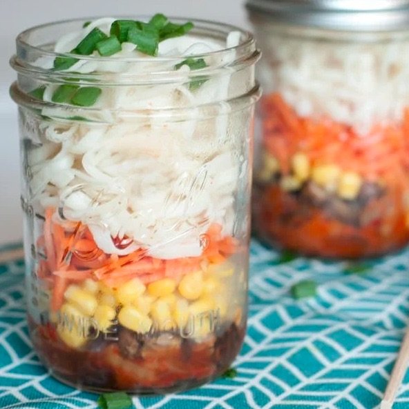 Mason jar ramen lunch recipe for school or work from Brit + Co.